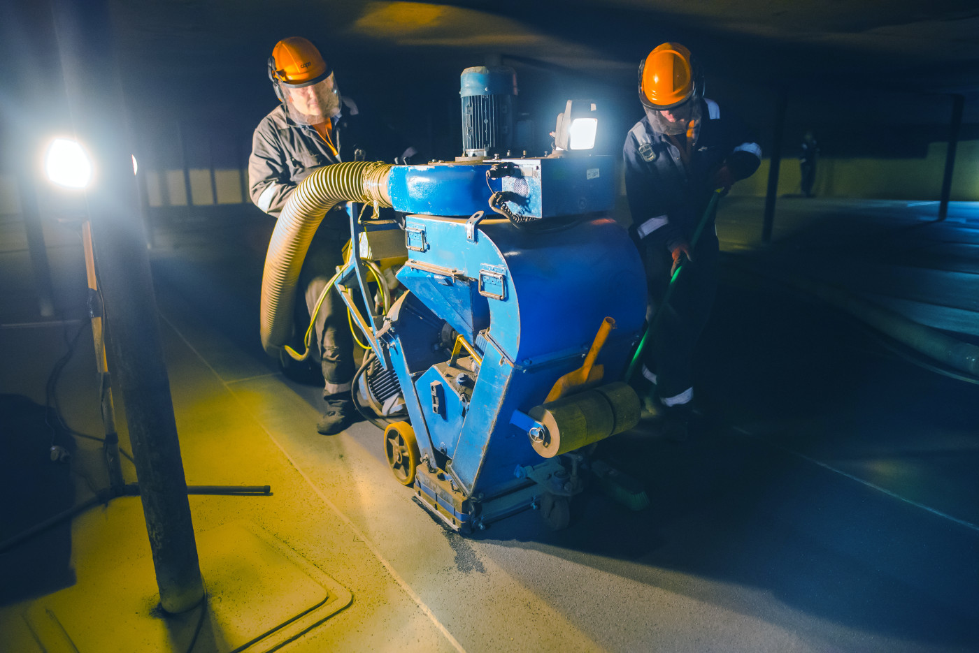"SPE 20"" shot blaster removing contaminants and profiling a oil tank floor"
